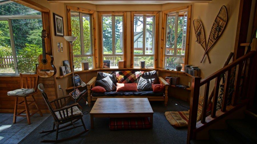 Lounge and bay window